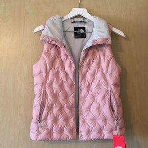 NWT The North Face Holladown cropped vest.